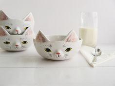 Müsli Schale aus Keramik mit Katzenohren und einem süßen Katzengesicht/ enjoy your breakfast with this ceramic bowl with cat ears and a cute cat face, pottery made by bordo_ceramika via DaWanda.com