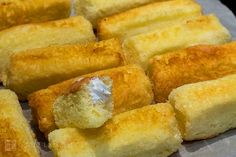 This homemade Twinkies recipe for Hostess snack cakes filled with fluffy cream filling is just like the ones from your childhood. Cookie Desserts, Dessert Recipes, Homemade Twinkies, I Love Food, How To Make Cake, Sweet Recipes, Baked Goods, Baking Recipes, Sweet Tooth