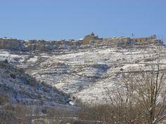 Cantavieja en invierno. fotografía tomada desde la carretera a Mirambel.