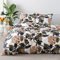 Marimekko Ritva / Ajo Percale Bedding A modern botanical designed by Anu Luhtanen in 2007 brings timeless beauty to the bedroom. The non-traditional floral print in rich tones of navy, red and yellow blooms in confident contrast to the cri. Duvet Sets, Duvet Cover Sets, Marimekko Bedding, Marimekko Fabric, Nordstrom Home, Cute Bedding, Make Your Bed, Pillow Sale, Queen Duvet