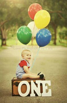 First birthday- LOVE this Photo.