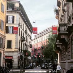 Red, Green, Via Solferino and People! Good morning #breradesigndistrict