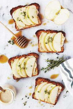 Pane grigliato, ricotta, pere e miele biologico: bruschette, secondo #natura. ☺  www.ecomarket.eu