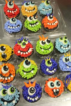 2015 Halloween sweets monster cupcakes - one eye, tusk - 2015 Halloween sweets is your must-have by ddddia Monster 1st Birthdays, Monster Birthday Parties, 1st Boy Birthday, First Birthday Parties, First Birthdays, Birthday Ideas, Halloween Sweets, Fete Halloween, Halloween Cupcakes