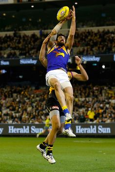 Josh Kennedy leaping for the mark against Richmond at the MCG. Eagles Win, West Coast Eagles, Australian Football League, Ben Stokes, John Kennedy, Rugby Players, Action Poses, Hate, Sport