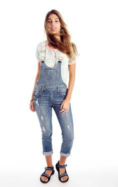 A classic overall based on our slouchy skinny fit. Dropped waist with a relaxed tapered leg that can be rolled and a contoured bib for the most flattering fit from every angle. Memory is our perfectly worn-in light wash with natural-looking shredding, tears and distressing throughout. 4 pocket styling. Adjustable shoulder straps.  98% Cotton, 2% Spandex  Rise: 11in                    Inseam: 35in                    Leg opening: 22in Model wears a size small