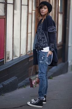 LET'S GET COMFY - blue jeans, black converse, blue printed shirt and cardigan, flower printed bag