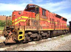 Foto RailPictures.Net: MRS 5026 MRS Logistica EMD SD18 em Coronel Guedes (MG), Brasil por Nicolas Fagundes