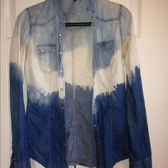Denim Top Light, blue & white top! Barley worn. Forever 21 Tops Button Down Shirts