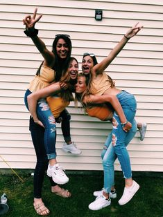 See more of emilybesserer's VSCO. Friend Group Pictures, Bff Pictures, Friend Photos, Friendship Photoshoot, Best Friend Poses, Best Friends Aesthetic, Best Friend Photography, Cute Friends, Best Friends Forever