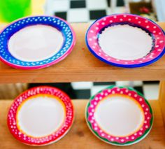 Porselein beschilderen- servies schilderen- Oilily stijl- painting plates- painting porcelain- http://www.galerie-lucie.nl/