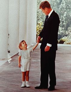 happy father's day - john f kennedy & john kennedy jr Los Kennedy, John Kennedy Jr, Jfk Jr, Jacqueline Kennedy Onassis, Caroline Kennedy, Dc Vibe, John Junior, John Fitzgerald, Us Presidents