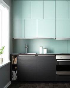 Mais uma linda cozinha azul do nosso especial de hoje (já viu em casavogue.com.br?). O tom suave foi adotado pela sueca Ikea. #casavogue #cozinhaazul #cozinhas