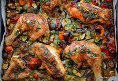 Pui ait la cuptor/garlic chicken with veggies Garlic Chicken, Chicken Wings, Veggies, Turkey, Meat, Cake, Food, Turkey Country, Vegetable Recipes