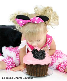 Birthday Girl 1st Birthday w/ Minnie! Take a picture with minnie for the invite!