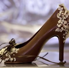 a chocolate shoe?? AMAZING and other chocolate art #RoseVoxBox #LindtTruffles