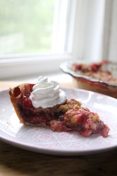 Strawberry-Rhubarb Crumble Pie | Sarah's Cucina Bella