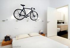 <p>Naklejki na ścianę i fototapety to idealny pomysł na dekoracje ścienne do twojego mieszkania. Możesz je nakleić na ścianę, drzwi, mebel albo gdziekolwiek zechcesz. Niewielkim kosztem i nakładem sił nadasz mieszkaniu nowy, oryginalny charakter - naklejki ścienne i fototapety mają same plusy. Dekoracje ścienne - zdjęcia.</p>