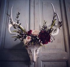 """Deer Skull With Preserved Flower Arrangements. "" ""Deer Skull With Preserved Flower Arrangements. "" ""Deer Skull With Preserved Flower Arrangements. Deco Boheme Chic, Decoration Evenementielle, Deer Decor, Cow Skull Decor, Wall Decor, Deer Mount Decor, Deer Hunting Decor, Deer Skull Art, Decor Room"