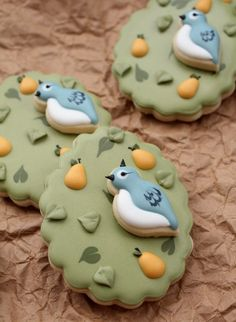 The Twelve Days of Christmas Cookie Project: A Partridge in a Pear Cookie {Sugarbelle}