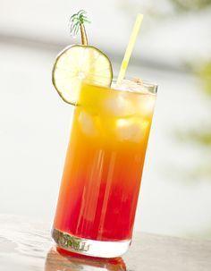 Recette Cocktail Bora Bora sans alcool : Versez les jus d'ananas, de fruits de la passion, de citron et la grenadine dans un shaker rempli de glace. Secouez �...