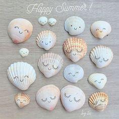 Customiser des coquillages avec les enfants pour ramener un souvenir de vos vacances Customize shells with children to bring back a souvenir of your holiday