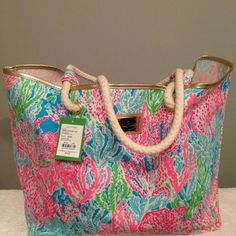 Lilly pulitzer shoreline tote in Let's Cha Cha Lily Pullitzer, Lilly Pulitzer Bags, Cute Wallets, Jute Bags, Best Brand, Diaper Bag, Purses And Bags, Beach Totes, Beach Bags