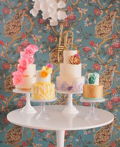 Can't decide on a wedding cake style? Have a cake table! Beautiful Wedding Cakes, Beautiful Cakes, Amazing Cakes, Dream Wedding, Cake Table, Dessert Table, Cupcakes, Cupcake Cakes, Wedding Fotos