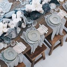34 Amazing Winter Tablescapes Ideas For Dinner Parties - Tablescape is a moderately new term utilized in inside adorning. It is characterized precisely as one would suspect a scene for your table. This, obvi. Wedding Table Settings, Place Settings, Lunch Table Settings, Winter Table, Deco Floral, Partys, Deco Table, Decoration Table, Coastal Decor