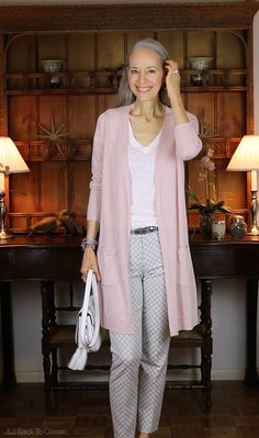 6d8153ddbab (Video) Pink Long Cardigan   Gray Pants OOTD   Classic Fashion