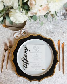We're talking alternative types of stationery #onIBTtoday... like this awesome acrylic place card! And many more! (Link in profile Photo by @janawilliamsphotos_ Place card: @aether_workshop Planning: @sohappitogether Menu: @copperwillowps)