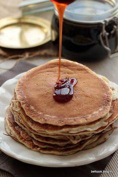 azaz almaszirup. Nyáron jártunk Hollandiában, ahol a szállodában a reggelinél lehetett a kis egyesével csomagolt dzsemek, mézek mellett Kitchen Machine, Pancakes, Breakfast, Food, Diy, Syrup, Morning Coffee, Bricolage, Essen