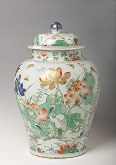 Famille Verte (Susancai) Porcelain Covered Jar, Qing Dynasty (1644-1911).