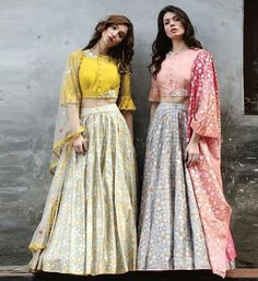 71 Mind-Boggling Lehenga Designs That Will Make Your Day! Choli Designs, Fancy Blouse Designs, Lengha Blouse Designs, Cotton Lehenga, Lehenga Choli, Indian Designer Outfits, Indian Outfits, Lehnga Dress, Indian Gowns Dresses