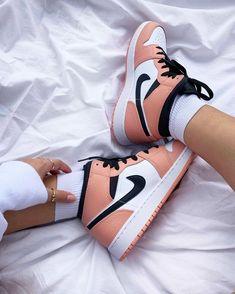 Jordan Rose, Jordan 1, Cute Nike Shoes, Nike Air Shoes, Jordan Shoes Girls, Girls Shoes, Pink Jordans, All Jordans, Nike Air Jordans