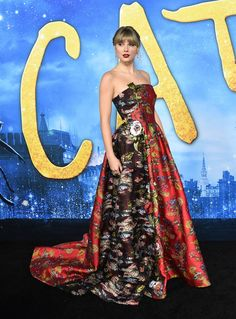 Taylor Swift Web Photo Gallery: Click image to close this window Celebrity Dresses, Celebrity Style, Sophia Webster Shoes, Taylor Swift Web, Nice Dresses, Formal Dresses, Red Carpet Event, Celebs, Celebrities
