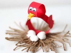 Knutselen lente & voorjaar: 11 leuke lente knutselwerkjes voor peuters en kleuters. Rubber Duck, Tweety, Sprinkles, Have Fun, Crafts For Kids, Preschool, Toys, Spring, Outdoor Decor