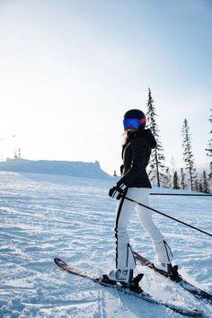 Skifahren in Big Bear, CA. Mode Au Ski, Winter Poster, Ski Vacation, Ski Season, Ski Holidays, Ski Fashion, Ski And Snowboard, Ski Ski, Snow Skiing