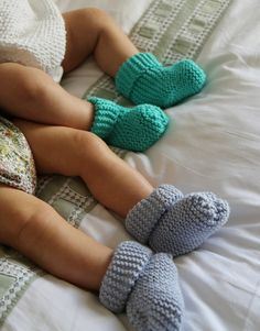 DIY easy knit booties for baby.