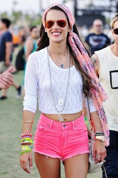 This is a gypsie look on an amazing body. Ale looks warm,happy on a normal day..
