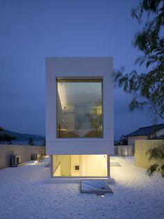 Takao Shiotsuka: una casa minimalista con vistas privilegiadas al mar.