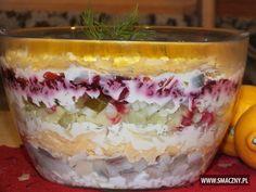 Sałatka śledziowa w pięknym wykonaniu Tortellini, Tiramisu, Salad Recipes, Buffet, Curry, Food And Drink, Pudding, Drinks, Cooking