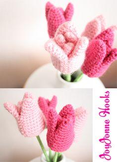 JoyJonne Hooks: Gehaakte Tulpen; deze tulpen maken je dag weer helemaal vrolijk en kleurrijk :) I love these Crochet tulips! It's so colourful :) Spring lente