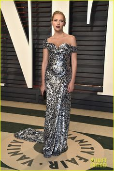 Teresa Palmer in custom Vivienne Westwood Couture dress, Jimmy Choo shoes, a Lee Savage bag, and Swarovski jewels at the Vanity Fair Oscars Party 2017 Dressy Dresses, Strapless Dress Formal, Nice Dresses, Fabulous Dresses, Beautiful Clothes, Long Dresses, Teresa Palmer, Oscar 2017, Oscar Fashion