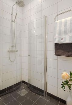Bathroom Tile Ideas - Small bathroom ideas and small bathroom designs for both city and country homes. From small bathroom designs using tile and wallpaper, to help decide on a small bathroom layout. Apartment Bathroom Design, Small Apartment Design, Small Room Design, Apartment Renovation, Bathroom Design Small, Bathroom Layout, Small Apartments, Bathroom Designs, Small Spaces