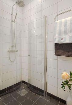 White walls + dark tile bathroom floor - and I LOVE this shower!