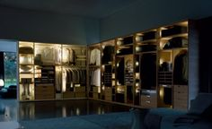 amadio gliss 5th by #MolteniC, come vedreste questa fantastica cabina armadio in casa vostra? Provate a immaginarlo visitando il nostro sito www.peverelliarredamenti.com