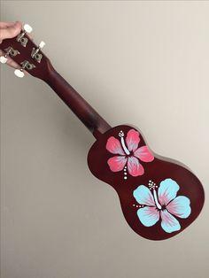 Arte Do Ukulele, Ukulele Songs, Ukulele Chords, Guitar Painting, Guitar Art, Ukelele Painted, Ukulele Design, Sea Crafts, Posca