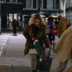 Last Christmas - From Paul Feig the director that brought you Bridesmaids, comes a new romantic comedy! Comedy Movie Quotes, Classic Comedy Movies, Comedy Movies On Netflix, Action Comedy Movies, Romantic Comedy Movies, Classic Comedies, Emilia Clarke, Last Christmas Movie, Xmas