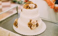 Download wallpapers 4k, wedding cake, decoration, wedding, cakes, bronze flowers, holiday cakes